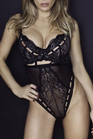 Sintia escorts in South River New Jersey